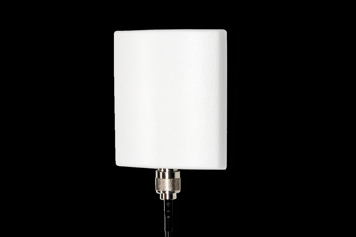 Directional wireless range extender antenna